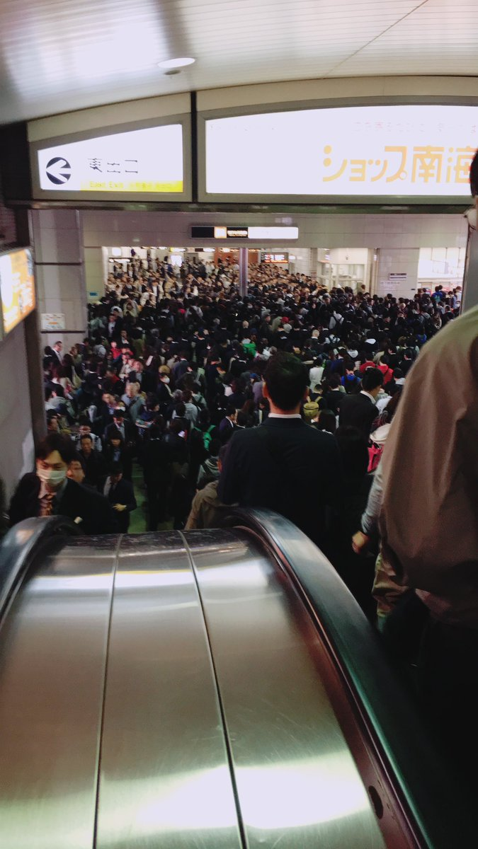 堺筋線運転見合わせ影響・・・御堂筋線の梅田駅ホームが人殺到・地獄絵図に!現地リアルなディズニー状態がこちら【画像】