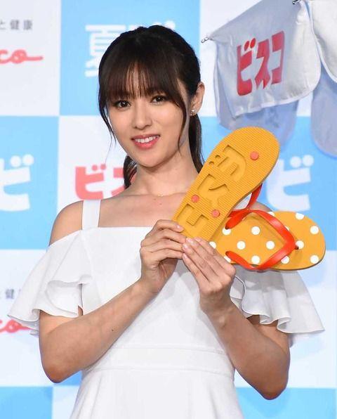 【画像】深田恭子、夏は「海に行けたらいいな」 白ワンピ姿で美脚披露