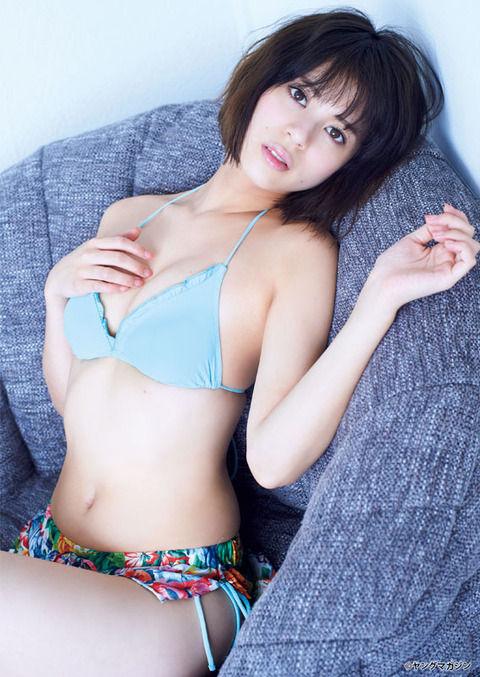 【グラビア】ローカルCMで話題のモデル・吉崎綾が「ヤンマガ」でビキニ姿を披露