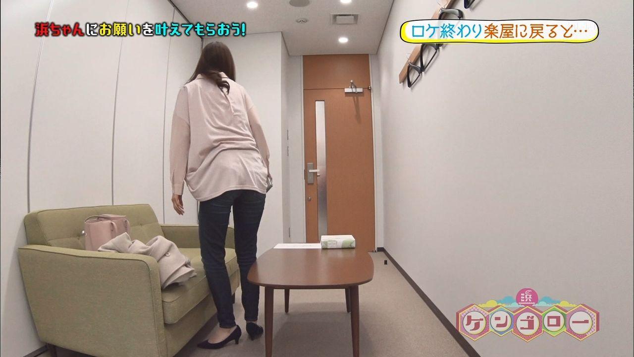 玉巻映美さんのジーンズ下半身wお尻と股間の感じがめっちゃエッチなケンゴローエロ目線キャプ画像
