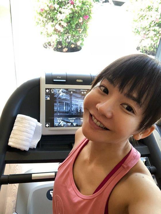 【画像】華原朋美さん(43)のおっぱいの谷間www
