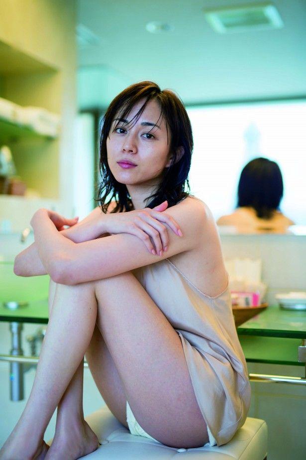 比嘉愛未(31)とは思えないほどエロいおっぱい、尻、脚をもった女