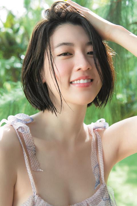 美人モデル・三吉彩花、青年誌グラビアで水着初披露www