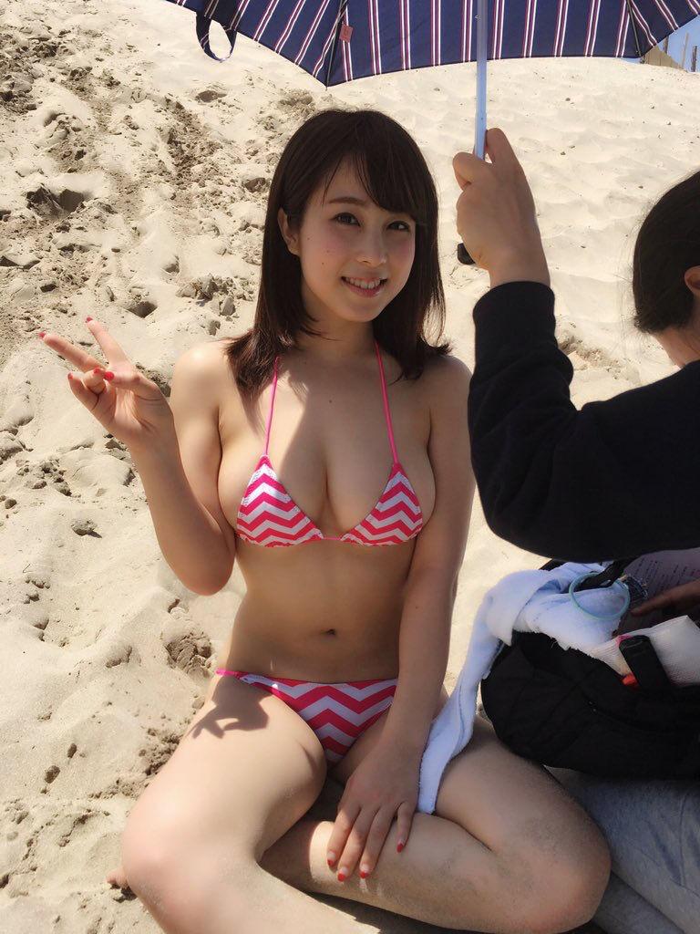 【画像あり】巨乳JKさん、海水浴を満喫!