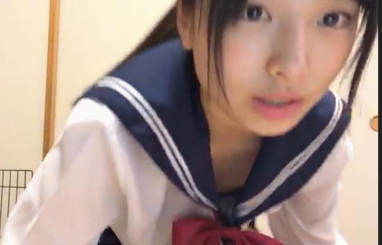 【エロ注意】AKB48久保怜音(13)がセーラー服で豪快な胸チラwwwwwww※動画あり