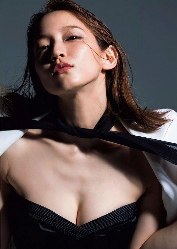 【画像】吉岡里帆のおっぱいは何故こんなにも男の性欲を掻き立てるのか