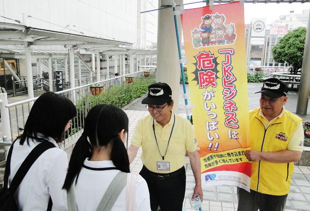 【JKビジネス】東京都議会、全国初の規制条例案可決…18歳未満の就労禁止、水着や下着姿で接客するガールズ居酒屋も対象