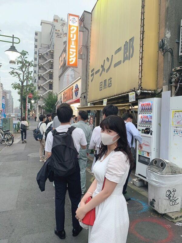 【画像】爆乳女さん、ラーメン二郎へ行くwww