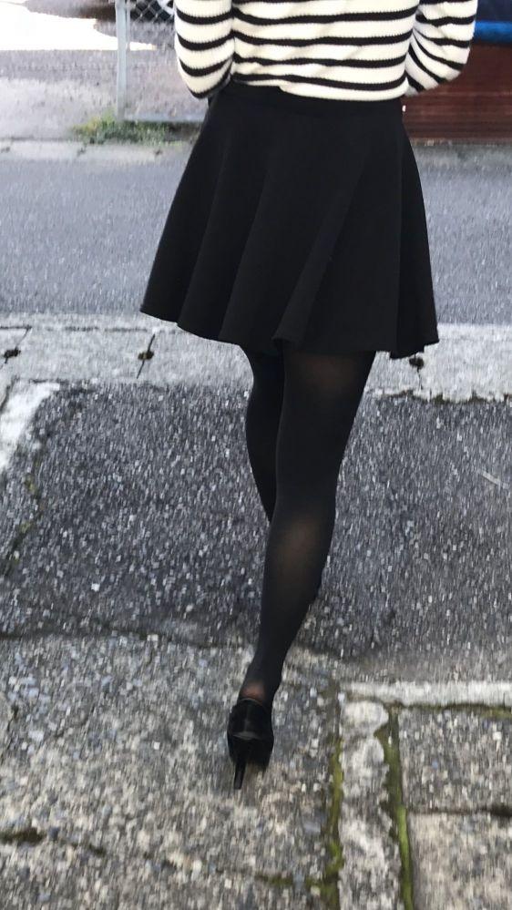 タイツやストッキングを履いた美脚に縮こまったチ●コも顔を出す件wwwwwwwww