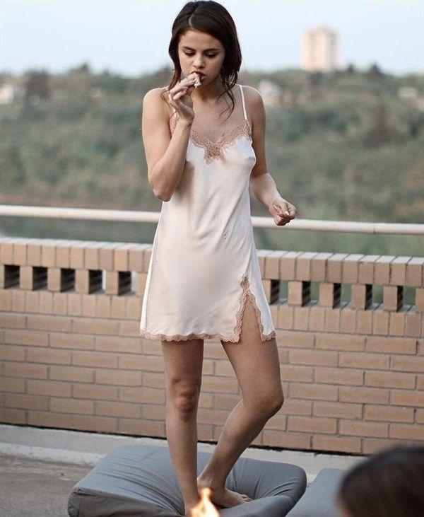 女優で歌手のセレーナ・ゴメス(Selena Marie Gomez)。 ジャスティンビーバーとのツーショットもあるよ。