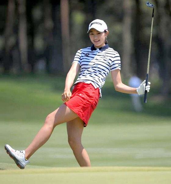 【画像】ワイ、エロ可愛い女子ゴルファー(19)を見つける