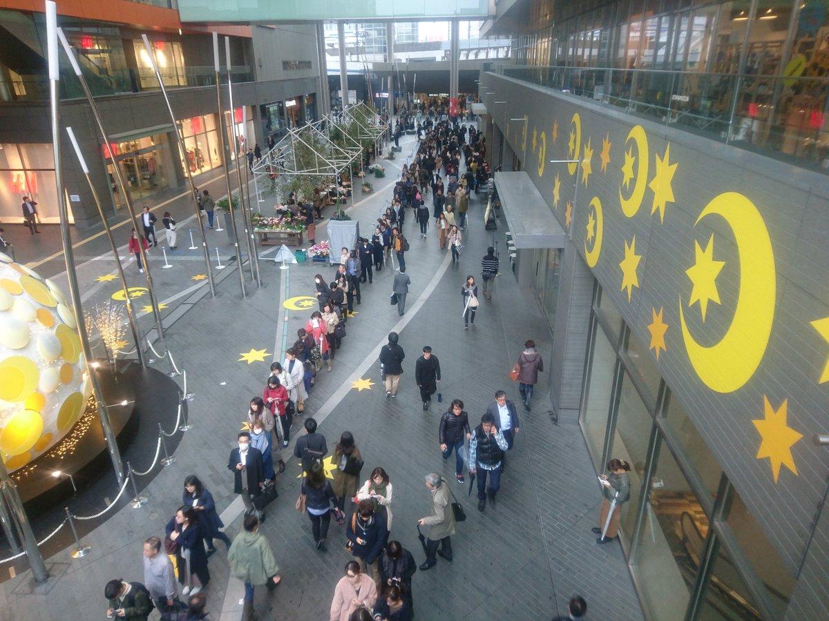 【衝撃】二子玉川駅が東急・田園都市線の「三軒茶屋停電」影響・・・振替輸送で並ぶ行列が地獄絵図(画像)バスに並ぶ人多すぎwwww