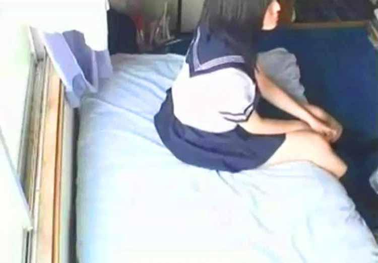 【個人撮影】アァンアァン喘ぐ(´∀`*)乳首ビンビン敏感女子高生!薄す汚ぇ中年親父にナンパされたJKを自宅に連れ込みSEXハメ撮り撮影ww 全2作品