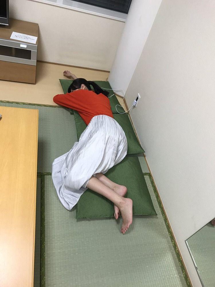 ショートパンツでノーバン!!!新川優愛さん