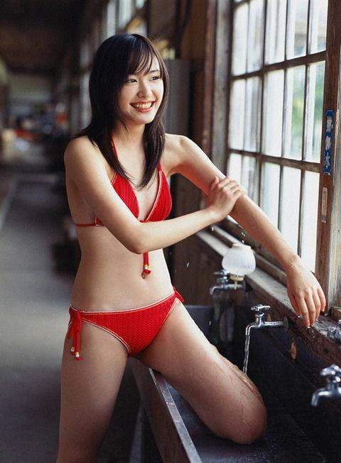 【画像】ガッキーと川口春奈のおっぱい対決www