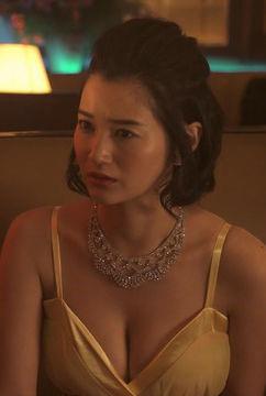 出口亜梨沙(26)のキャバ嬢ドレスでの胸チラおっぱいや下着姿の着替えがエロいww【エロ画像】