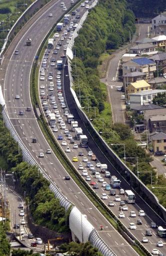 高速道路の渋滞はスピードの出しすぎが原因