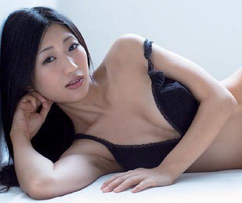 【超朗報】壇蜜さん、人妻属性を得てさらにシコリティを増す予定www