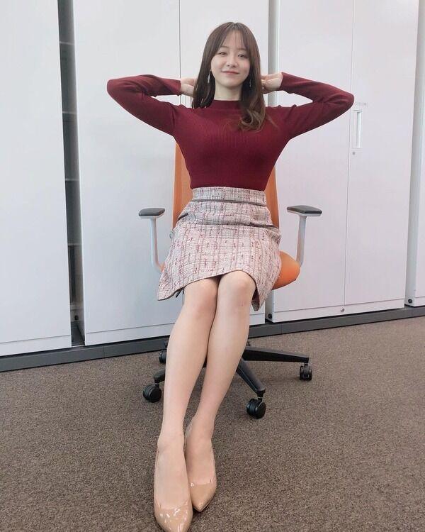 【画像】テレ東・森香澄アナ、身体のライン目立つトップス&スカート姿に「美脚」「破壊力抜群」の声