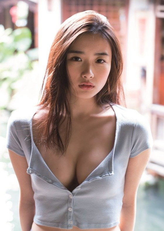 【画像】秋元康劇団の女優・安倍乙が初水着 石原さとみを超えたと話題に