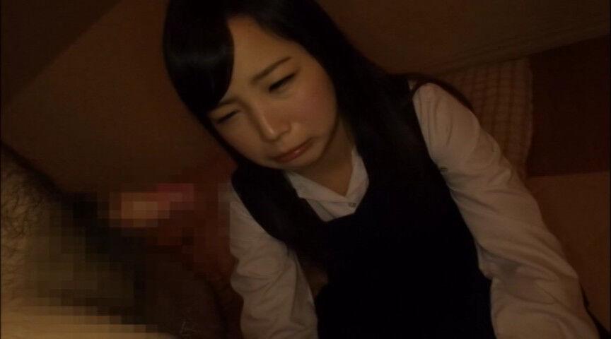 お母さんとお父さんに会いたいです。助けてください・・・・・しかし、両親から見捨てられた少女は運命を受け入れ諦めの表情を浮かべる・・・