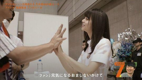 【画像】乃木坂の握手会の手の組み方なんかエロいな