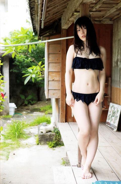 【画像】声優・内田真礼の水着画像が公開される! これエロ過ぎだろ!