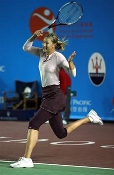 マリア・シャラポワ、フェド杯のため練習