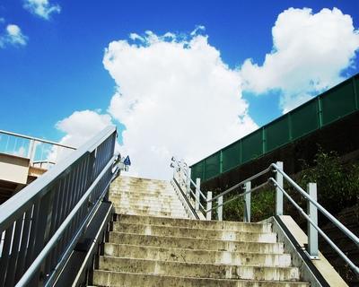 階段を上ると何がある?