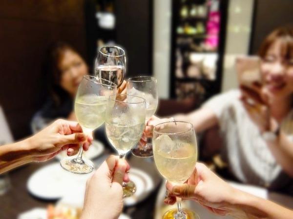 適度な飲酒には脳の老廃物を取り除く効果がある