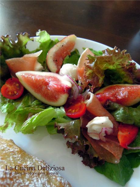 『世界一 sexy なイチジクのサラダ』。 ジェイミー・オリバー シェフのレシピ。 昨年はモタモタしている間にイチジクのシーズンが終わってしまった。