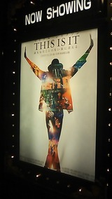 THIS IS IT  マイケル・ジャクソン──キング・オブ・ポップ。その偉大なる素顔と感動のラストステージがブルーレイ&DVDでついに登場。映画では明かされなかった多数の『未公開映像』が収録された永久保存版。