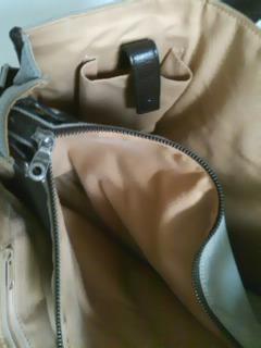 【捨てる社長!】ハンティングワールド バッグ 携帯を入れるポケットもついている