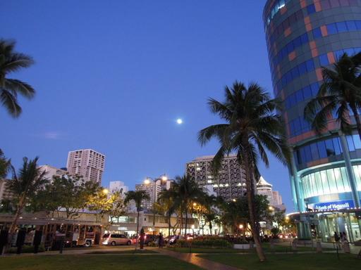 Nikon ニコン COOLPIX P300で撮影  夜空 夜の街 月の画像