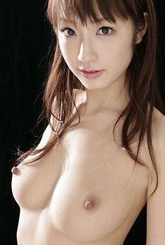 【おっぱい画像】乳首が立っているきれいなお姉さんのエロ画像