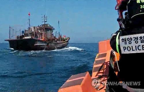 韓国、中国漁船排除作戦2016.6