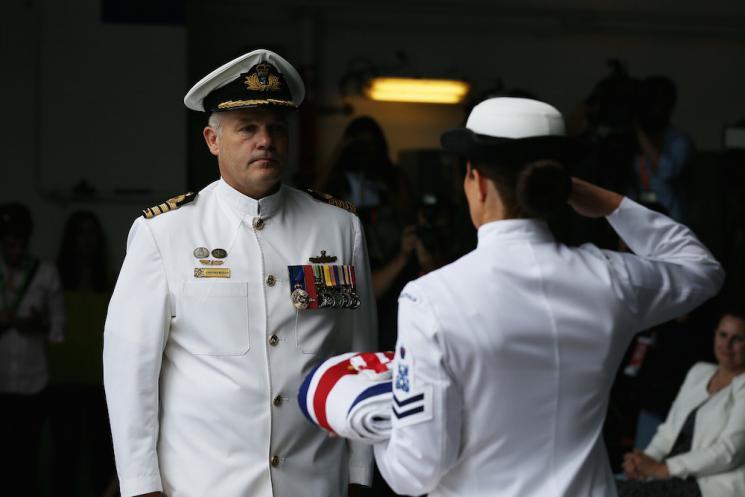 キャンベラ編入式典軍艦旗引き渡し