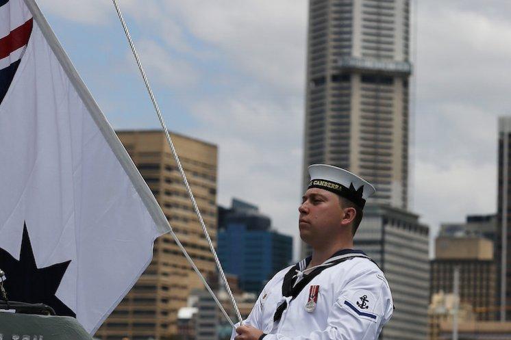 キャンベラ編入式典軍艦旗掲揚