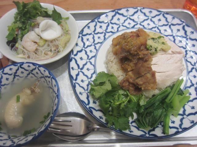 JR大宮駅ナカのタイ料理「カオマンガイキッチン」で揚げ+ゆでハーフ&ハーフの「カオマンガイ」