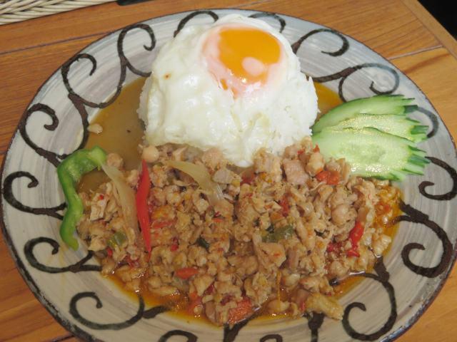タイ料理「バンコクスマイル」愛宕グリーンヒルズ店で「鶏肉のガパオライス」