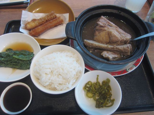 「シンガポールシーフードリパブリック大丸梅田店」でやわらかポークスペアリブの「肉骨茶」(バクテー)