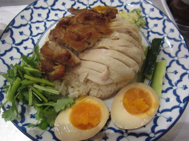 JR大宮駅ナカの「カオマンガイキッチン」でタイ式チキンライスのW盛り(ゆで&揚げ)