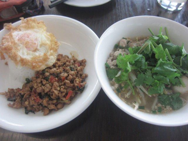 タイ料理「マンゴツリーカフェ アトレ上野店」で「鶏肉のガパオライス」と自家製生麺の「クイティオ・ナーム」