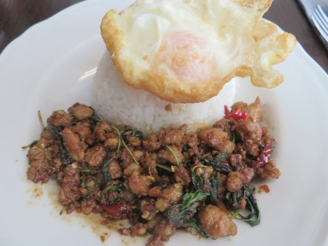 【定点喫食18年夏』「タイ料理マンゴツリーカフェ アトレ上野店」で「豚肉のガパオライス」