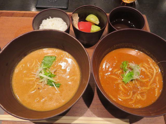 羽田空港第一のカレーうどん専門店「cuud(クウド)」でカレー&トマトの「ハーフ&ハーフ」