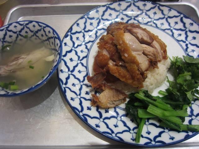 JR大宮駅ナカのタイ料理「カオマンガイキッチン」で揚げ鶏のせ「カオマンガイ・トード」