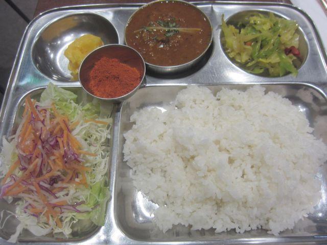 インド料理「シターラ・ダイナー アトレ上野店」でランチ「ホットジンジャーラムカレー」