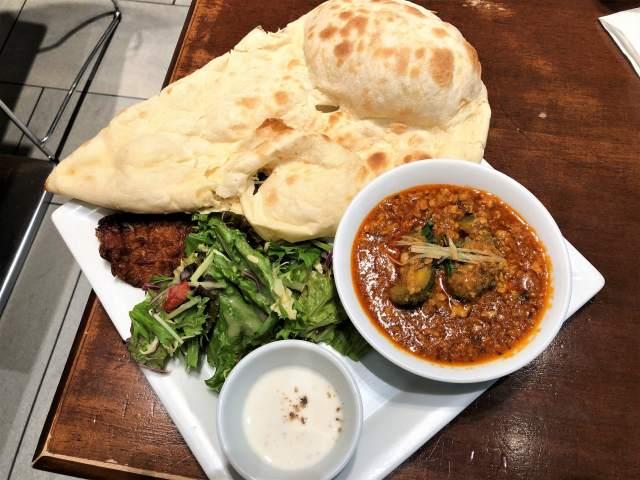 駅ナカのインド料理「シターラダイナー エキュート品川店」で季節の「ゴーヤキーマカレー」セット