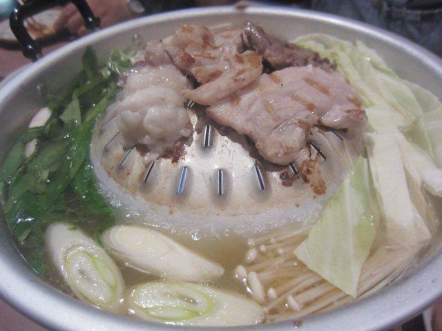 タイ式焼肉鍋「ムーガタ」はじめました!(※バーンキラオ系の新宿「スアータイ」)