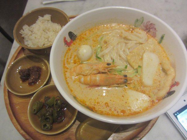 ココナッツミルクカレーヌードル「ラクサ」を米麺で(シンガポール海南 ...